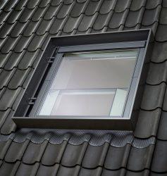 GGU 007040 – wooden-polyurethane, smoke ventilation window, top opening, triple glazed, super-energy saving pane, toughened and laminated glass P2A,with rain noise reduction, Uw = 1,0