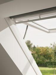 GPU 006621 – wooden-polyurethane, top-hung, VELUX INTEGRA® electric control, triple glazed, energy-saving pane, toughened and laminated pane, anti-dew and easy-to-clean coating, Uw = 1,0